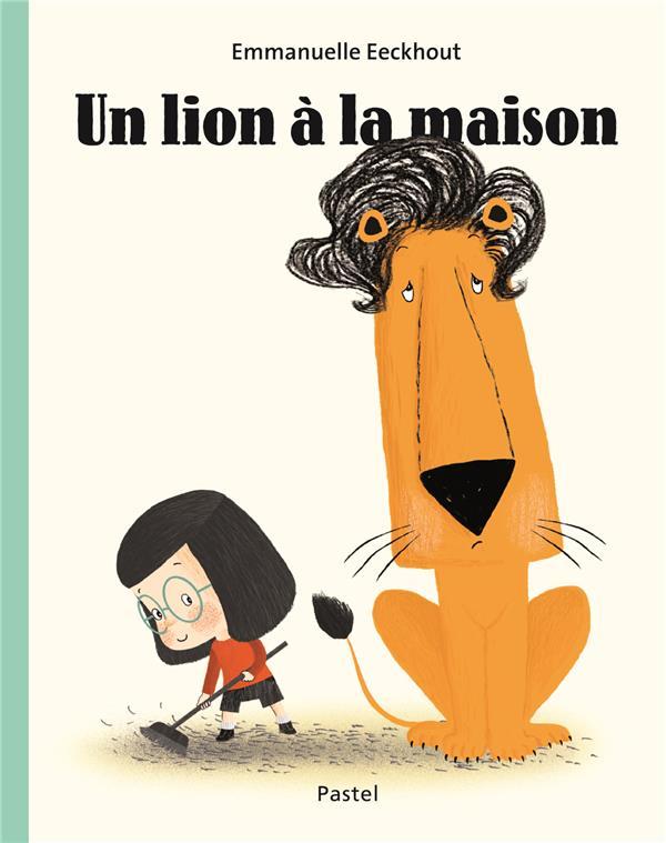 LION A LA MAISON (UN)